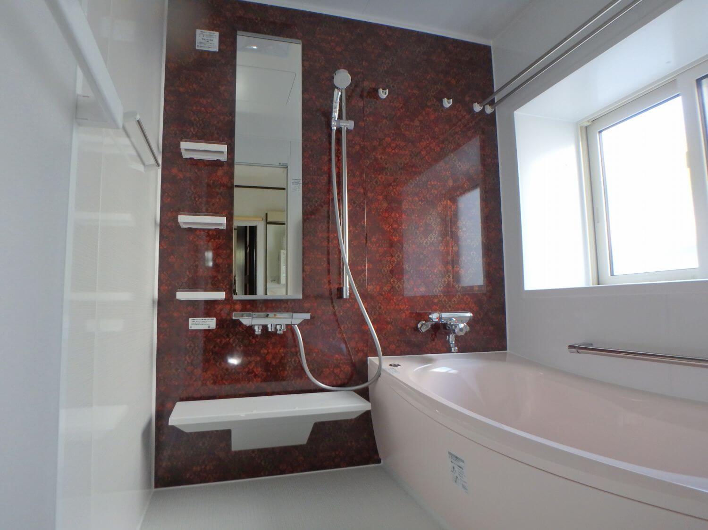 アクセントパネルでスタイリッシュな空間となり、浴槽の保温力も高くなりました。