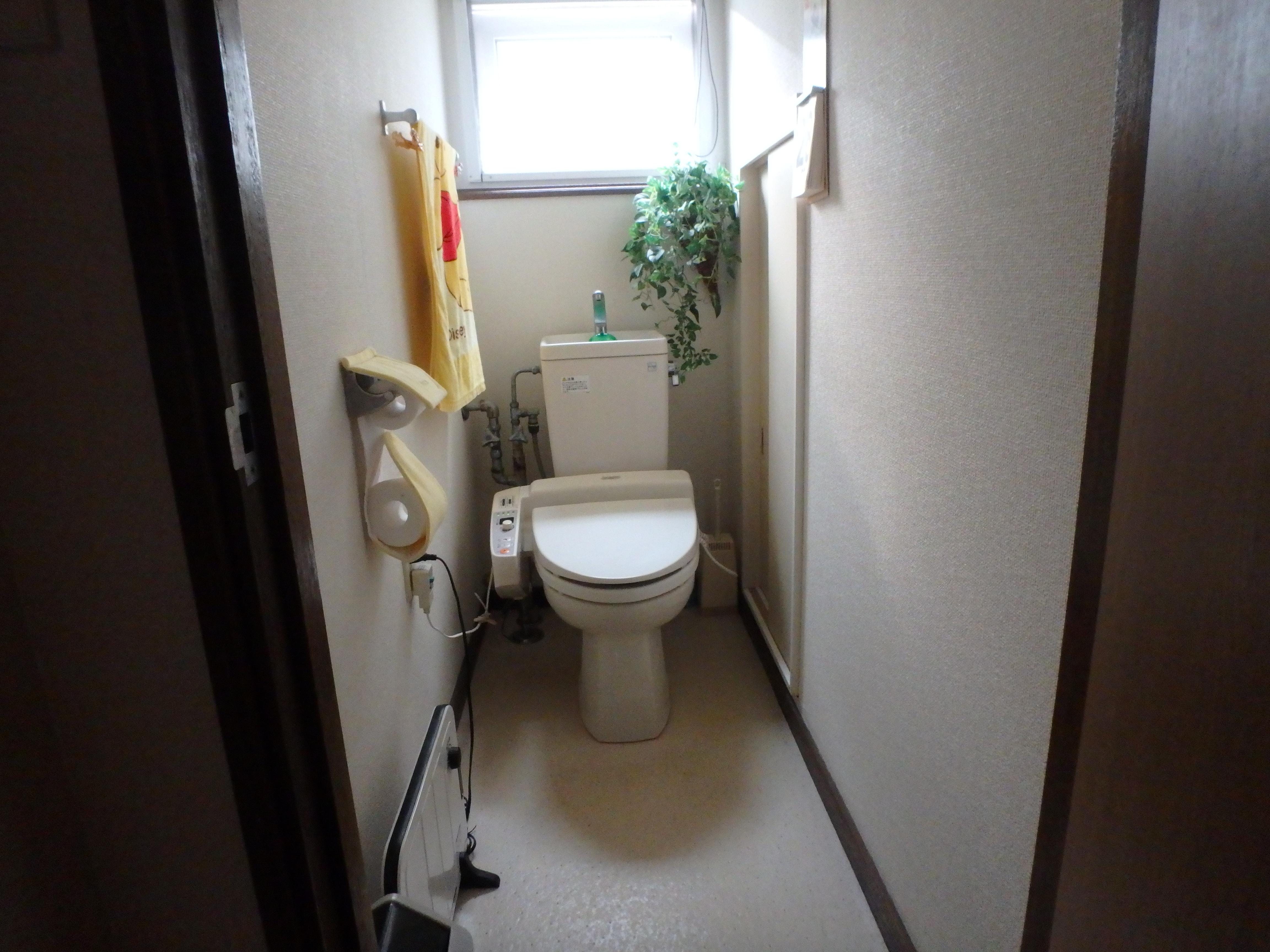 洗浄便座の操作部分で、お掃除が大変でした。<br /> 《ご要望》<br /> ・節水トイレにしたい<br /> ・洗浄便座をスッキリデザインにしたい