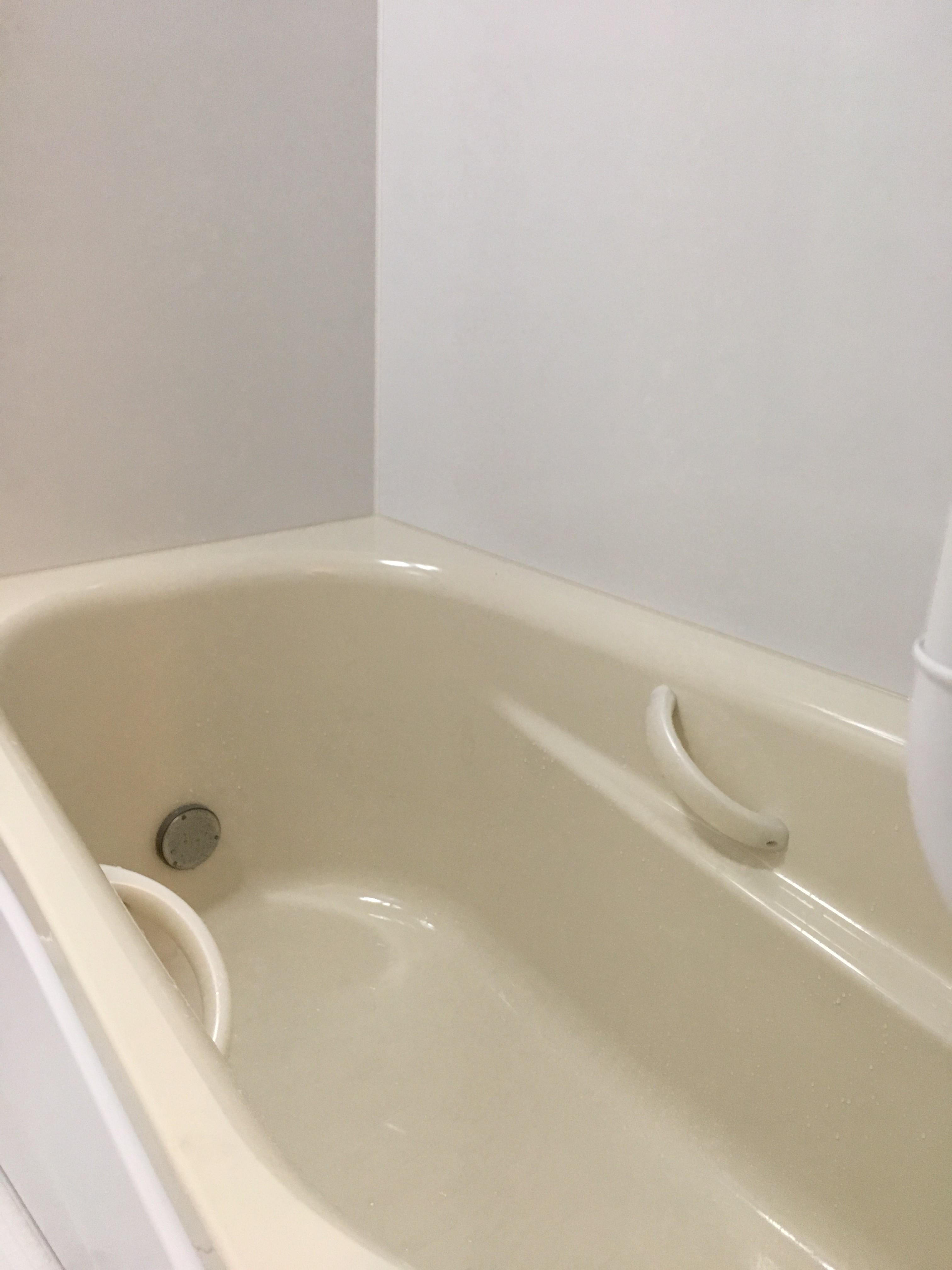 浴槽のまたぎ高さが約42㎝となり、湯船への出入りがしやすくなりました。
